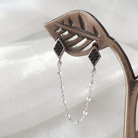 עגיל עם מעויינים בשיבוץ זירקונים שחורים ושרשרת
