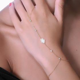 צמיד טבעת חמסה משובץ בצדף וזירקונים