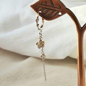 עגיל חישוק מעויינים עם שרשרת נופלת ופרח