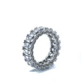 טבעת שורה  משובצת עם זירקוני באגט ונקודה