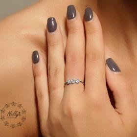 טבעת שרשרת עם שלושה עיגולים קטנים משובצים בזירקונים