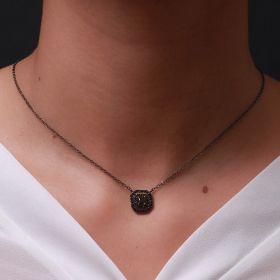 שרשרת ריבוע כפול שיבוץ אבן מרכזית וזירקוני נקודה בצבע שחור